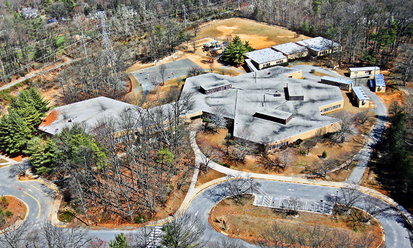 Aerial photograph of Sunrise Valley Elementary School.